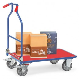 Chariot manuel pliable avec plateau surface plastique rouge en situation.