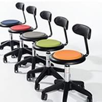 Siège et chaises d'atelier
